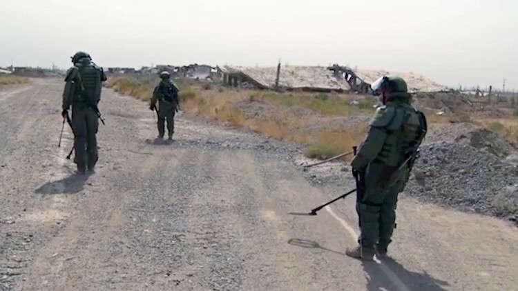 القوات الروسية تقوم بإبطال مفعول أكثر من 850 عبوة ناسفة في دير الزور