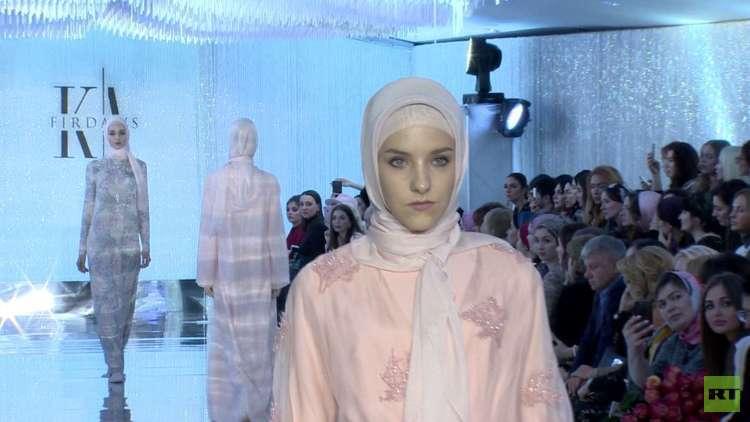 عرض أزياء من تصميم ابنة قادروف في موسكو