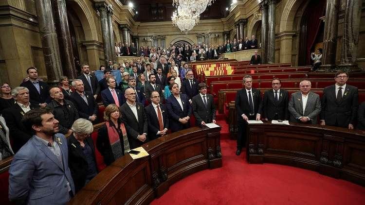 برلمان كتالونيا يذعن لقرار مدريد