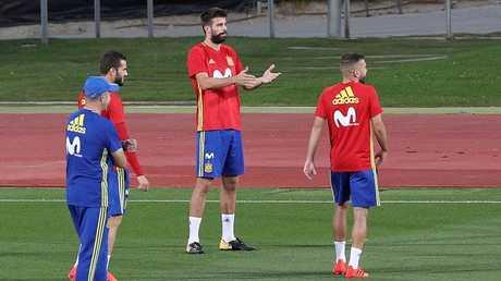 بيكيه في معسكر المنتخب الإسباني