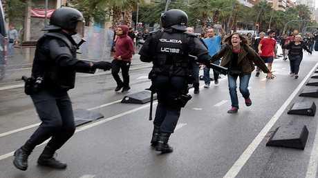 مواجهات بين الشرطة الإسبانية ومؤيدين لاستقلال كتالونيا