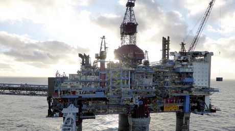 النفط ينخفض إثر مخاوف من زيادة الإنتاج الأمريكي
