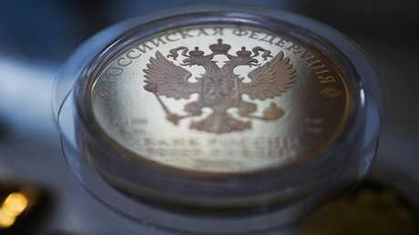 الروبل الروسي يصعد أمام اليورو والدولار