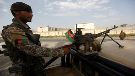 أرشيف - جندي من الجيش الأفغاني بمهمة