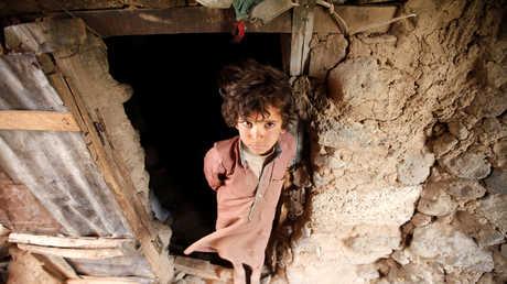 طفل يمني في مخيم للنازحين قرب العاصمة اليمنية صنعاء