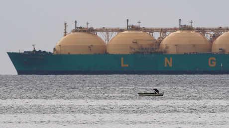 ناقلة عملاقة لشحن الغاز الطبيعي المسال
