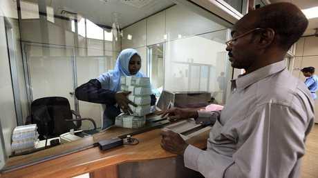 المصارف في السودان تتنفس الصعداء بعد رفع العقوبات الأمريكية