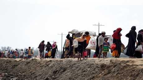 صورة أرشيفية لمسلمي الروهينغا بصدد الهجرة