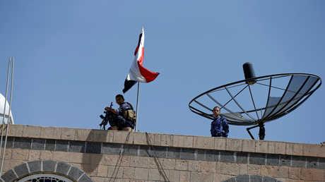 """مسلحان من جماعة """"أنصار الله"""" الحوثية في صنعاء"""