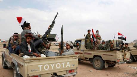 مسلحون حوثيون يتدفقون إلى صنعاء
