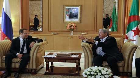رئيس الوزراء الروسي، ديمتري مدفيديف، لقاء مع نظيره الجزائري، أحمد أويحيى