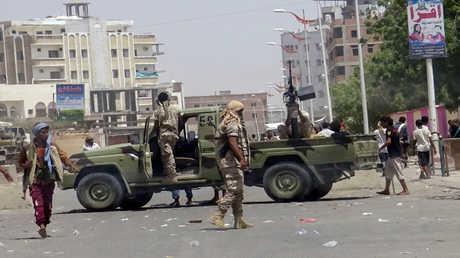 عناصر من قوات الأمن قرب موقع تفجير في عدن (صورة أرشيفية)