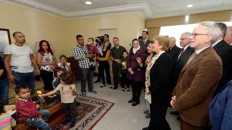 رئيسة تشيلي، ميشيل باشيليت تستقبل لاجئين سوريين