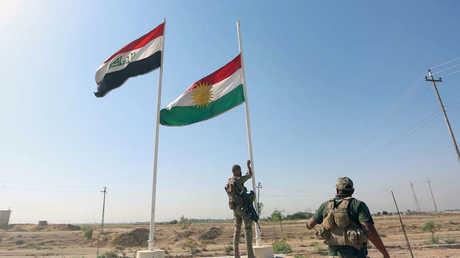 إنزال علم كردستان وإبقاء العلم العراقي