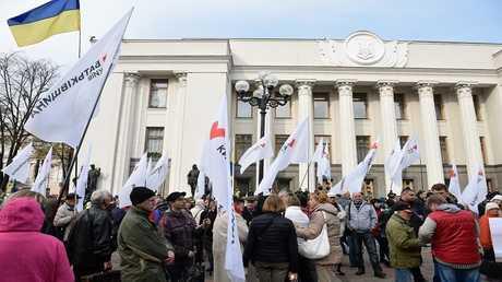 احتجاجات قرب مبنى البرلمان الأوكراني في كييف