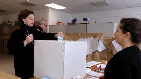 عملية التصويت في الاستفتاء على توسيع الحكم الذاتي في مقاطعة فينيتو الإيطالية