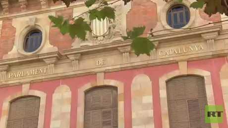 كتالونيا تتحدى مدريد وترفض تسليم السلطة