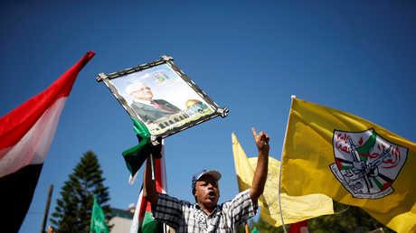 سكان غزة يحتفلون بتوقيع اتفاق إنهاء الانقسام بين فتح وحماس