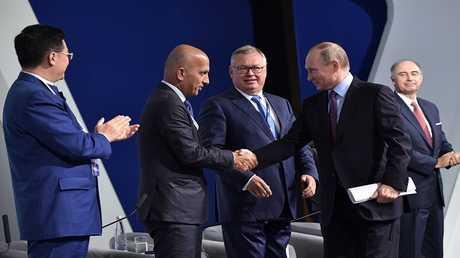 الرئيس الروسي، فلاديمير بوتين، ووزير المالية القطري، علي العمادي