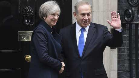رئيس الوزراء الإسرائيلي، بنيامين نتنياهو، خلال لقائه رئيسة وزراء بريطانيا، تيريزا ماي، في لندن، يوم 6 فبراير/شباط من العام 2016.