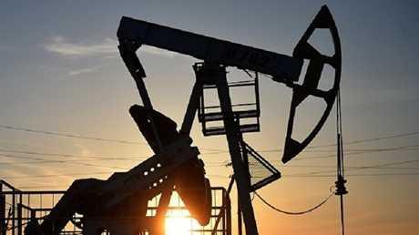 سعر برميل النفط يقفز ليقترب من الـ60 دولارا