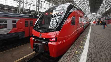 أول قطار من طابقين يربط مطار فنوكوفو بوسط موسكو