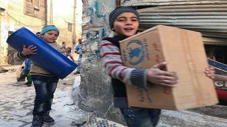 توزيع المساعدات الانسانية على السوريين - ارشيف