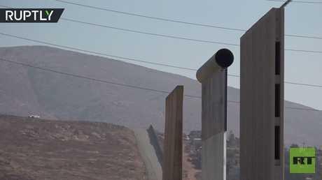 نموذج لجدار ترامب الفاصل بين الولايات المتحدة والمكسيك يظهر في سان دييغو