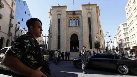 عناصر من الأمن اللبناني عند مبنى البرلمان - بيروت