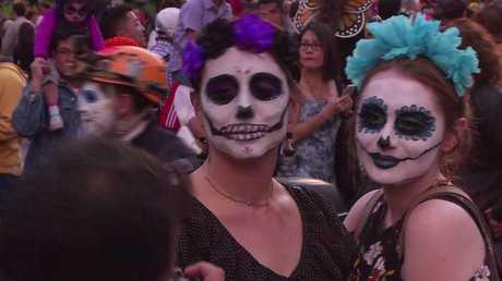 المكسيك تحيي ذكرى الأموات بالفرح والبهجة