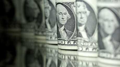 الدولار ينخفض بعد تسجيل أكبر ارتفاع أسبوعي في 2017