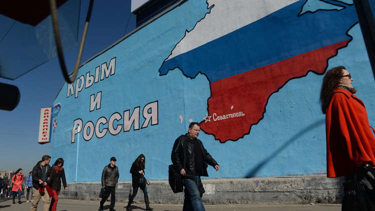 أوكرانيا حلّت جميع مشاكلها ومتفرّغة لحماية حقوق الإنسان في القرم!