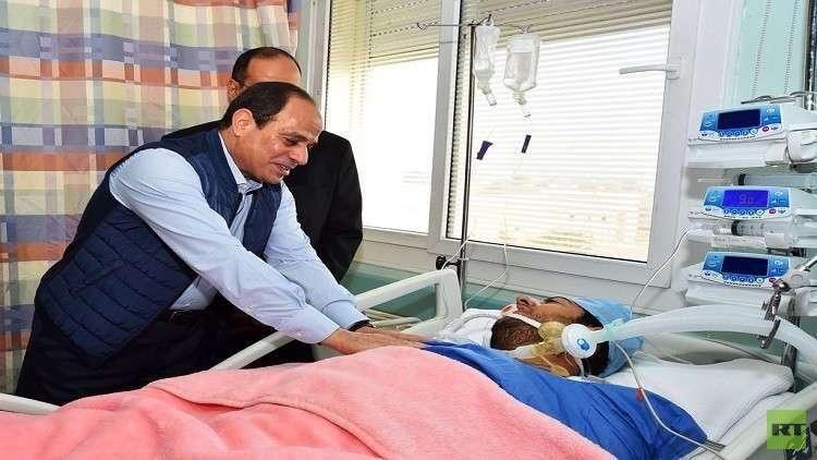 السيسي يزور النقيب الحايس في المستشفى