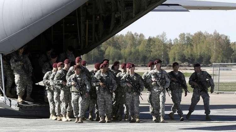 أكثر من 60 عسكريا أمريكيا يصلون لاتفيا على متن 5 مروحيات
