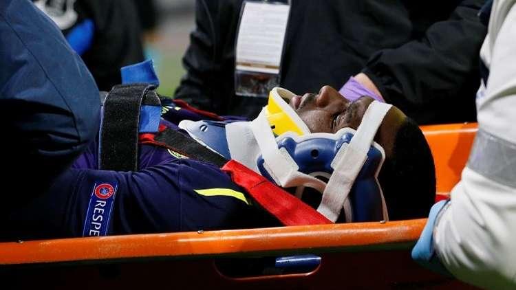 بالفيديو.. مدافع إيفرتون يصاب بالإغماء بعد سقوطه على الظهر