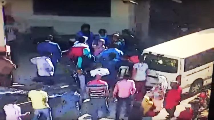 بالفيديو.. نائب مصري يصفع شرطية أثناء أداء مهامها