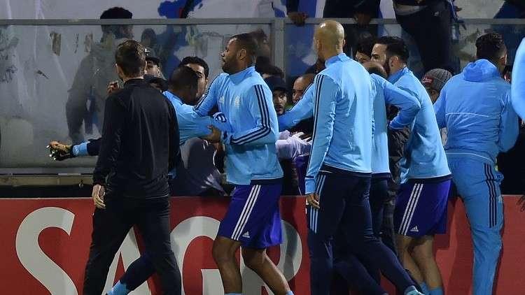 اليويفا يعاقب مدافع مارسيليا إيفرا بسبب ركله مشجعا