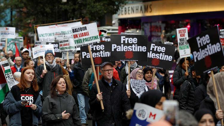 آلاف الأشخاص يتظاهرون ضد وعد بلفور ودعما لفلسطين وسط لندن