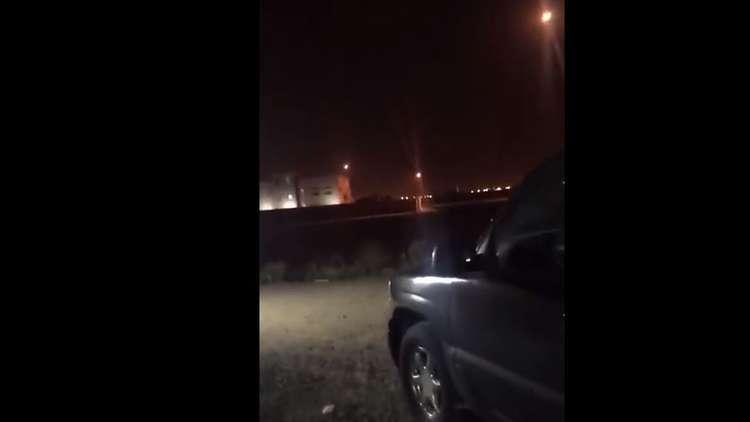 شاهد بالفيديو.. الحوثيون يستهدفون مطار الملك خالد في الرياض بصاروخ باليستي