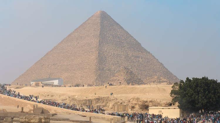 وزير الآثار المصري يكشف عن تفاصيل الاكتشاف الجديد في هرم