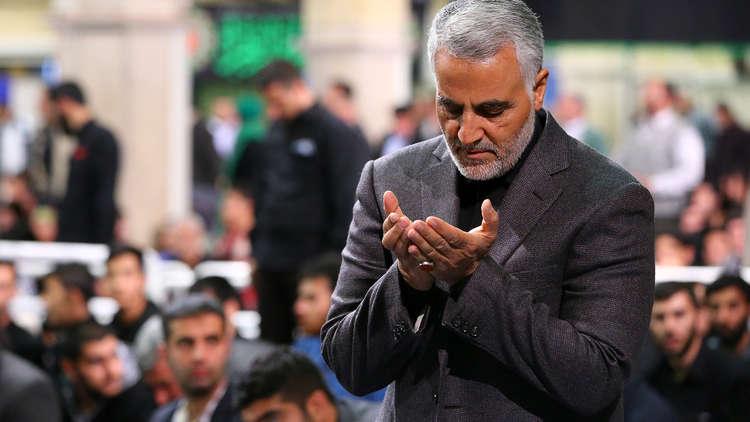 بالصور.. وفد عراقي كبير يشارك في مراسم تأبين والد الجنرال سليماني