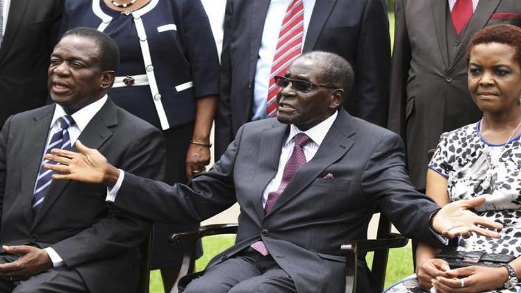 لرفع حظوظ زوجته في خلافته.. موغابي يقيل نائبه