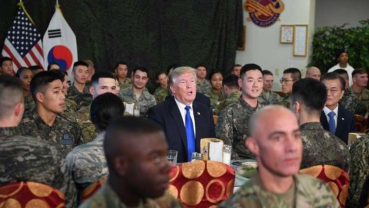 مأدبة غداء على شرف ترامب في أكبر معسكر أمريكي في الخارج