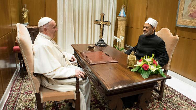 شيخ الأزهر بعد لقائه البابا فرنسيس: مستعدون للتعاون بلا حدود في نشر فكرة السلام