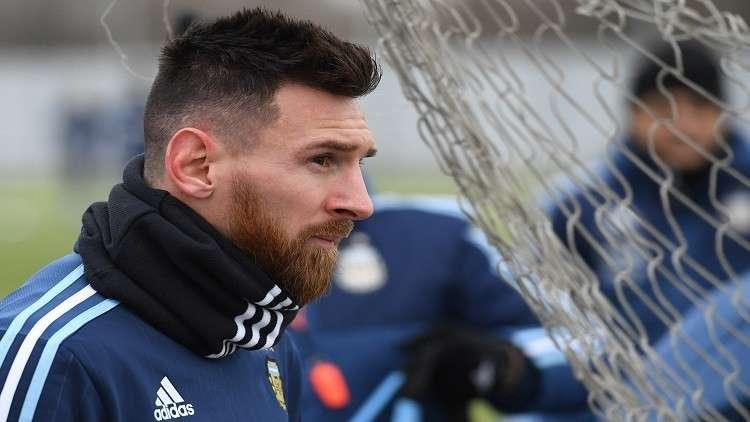 ميسي: لن أعتزل في برشلونة.. ولا أتمنى مواجهة إسبانيا بكأس العالم