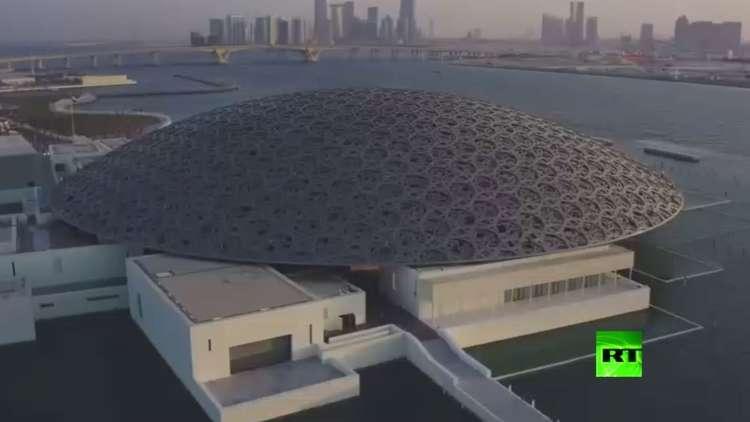 بالفيديو.. ماكرون يشارك في افتتاح أكبر فرع لمتحف اللوفر في العالم بأبوظبي