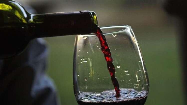 أغلى زجاجة نبيذ تباع في مزاد علني بالولايات المتحدة