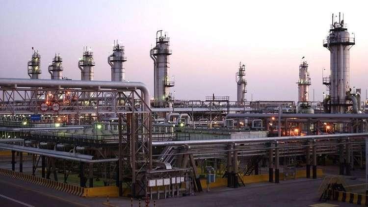 السعودية تعلق ضخ النفط إلى البحرين وتشدد إجراءاتها الأمنية