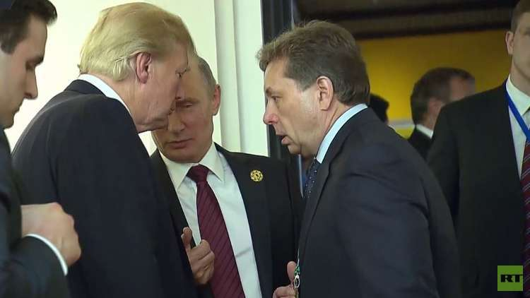 لحظة مصافحة جديدة بين بوتين وترامب في فيتنام