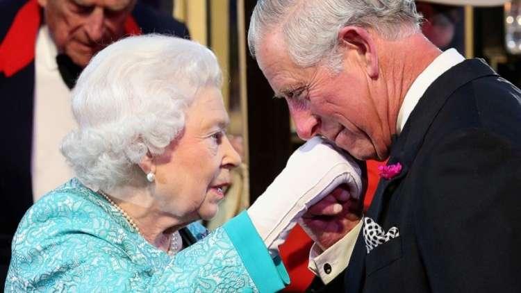 ملكة بريطانيا تنقل صلاحياتها تدريجيا إلى ابنها الأمير شارلز